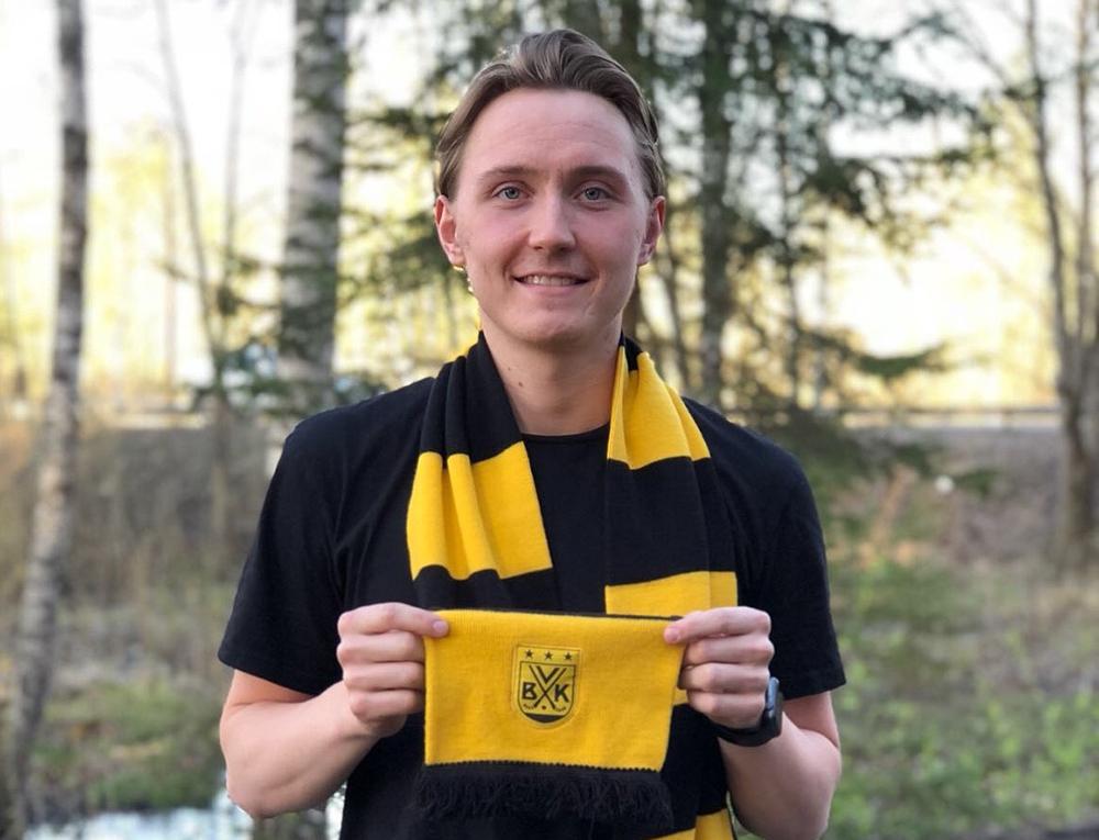 Finsk anfallare skriver treårskontrakt med VBK